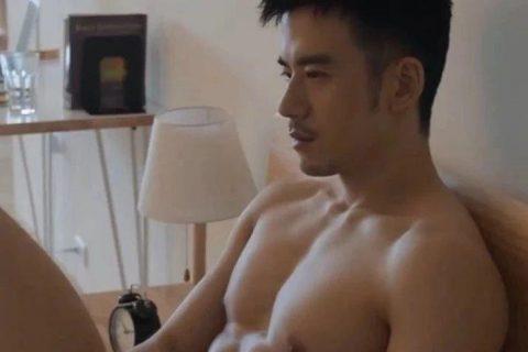 JR纪言恺写真花絮曝光,赤身上阵谁能遭得住?