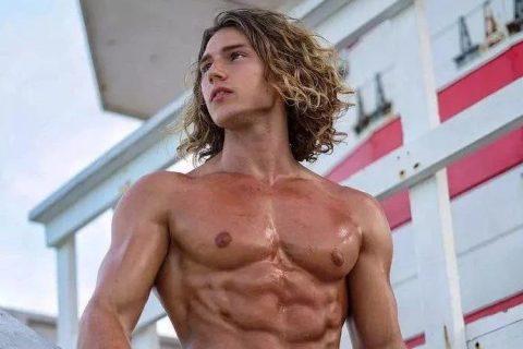 飘着仙气的长发肌肉男孩 Benjamin Ahlblad
