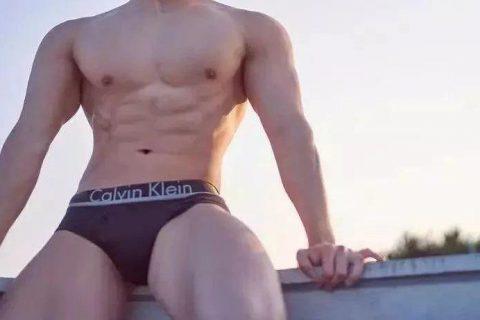 韩国肌肉男都比较小头也不大,所以……