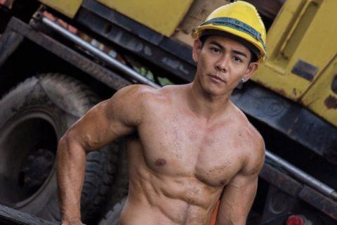 钻井工人脱衣干活,筋肉身材仿佛希腊男神!
